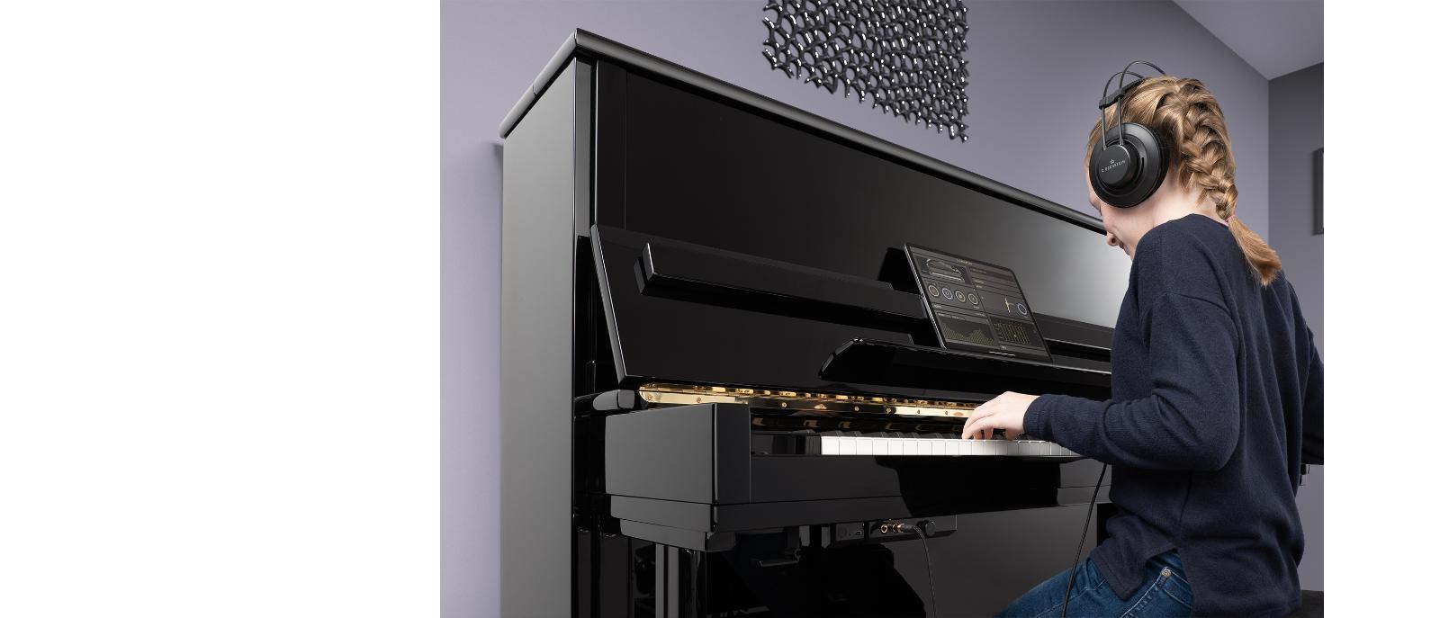 CBD_VARIO_Maedchen_am_Klavier_2000px